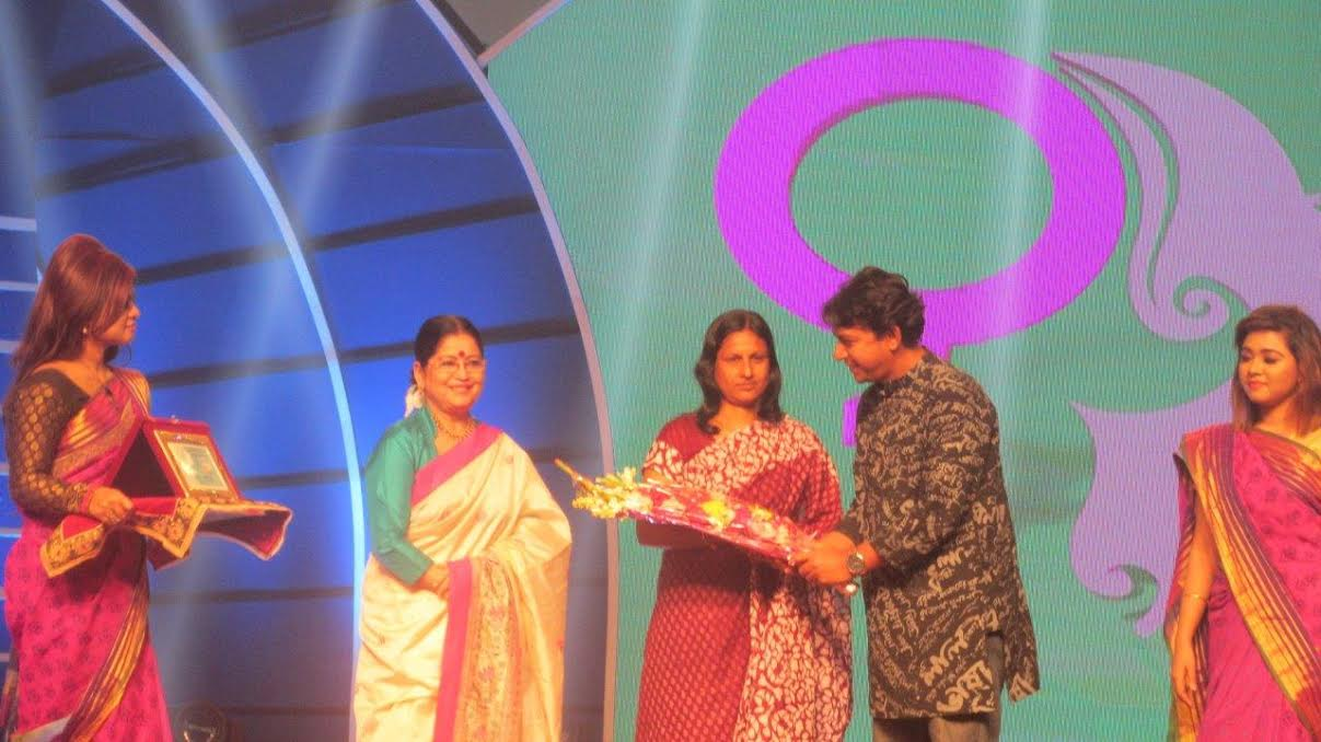 AFA Vice Chairperson receives prestigious RTV award in Bangladesh